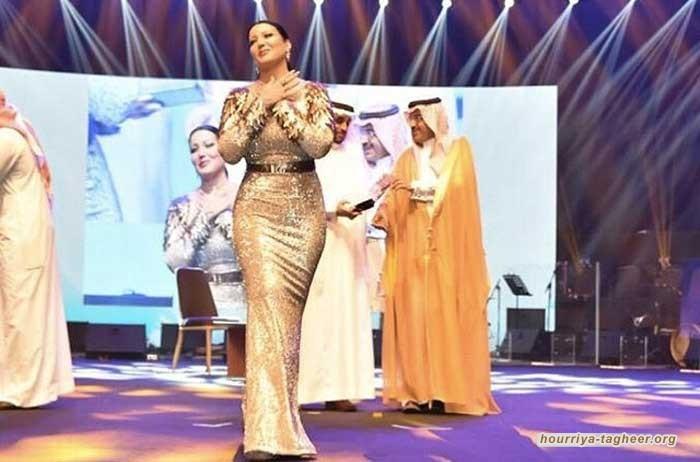 """السعودية تكرّم مغنية بـ""""ختم الرسول"""""""
