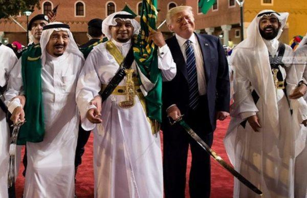 """كتاب """"نار وغضب"""": السعودية أنفقت على رقصة السيف لترامب 75 مليون دولار"""