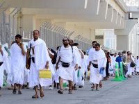 الغرامة والسجن للمعتمرين المتأخرين عن مغادرة السعودية