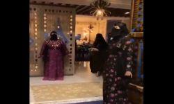 رقص وغناء .. سعوديات أمام مطعم في جدة