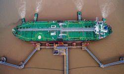 بيانات رسمية تؤكد تراجعا حادا بصادرات النفط السعودي إلى الصين.. ما علاقة الإمارات؟