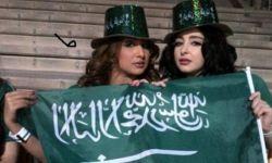 سعوديات يرتدين عباءاتهن بالمقلوب وأخريات ببناطيل ضيقة وشعر عاري