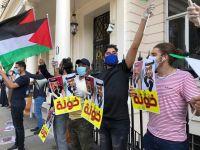 بينما يتفاني بعض العرب لخدمة العدو الصهيوني... تبتعد بعض النخب الغربية والأمريكية عنه!!