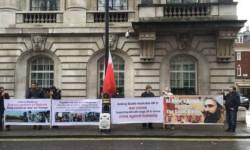 المحتجون أمام السفارة السعودية في لندن يصفون آل سعود بداعم الارهاب العالمي