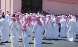 دعوات العاطلين عن العمل بالسعودية ترتفع.. لافتات خضراء بحثا عن الوظيفة