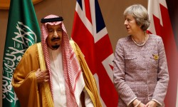 """ماي تدعو الرياض لتخفيف الحصار على اليمن """"لتجنب وقوع كارثة إنسانية"""""""