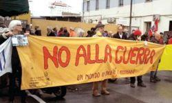 إيطاليون يحتجون ضد رسو سفينة شحن السعودية