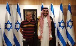 المقدسيون يستقبلون اعلامي سعودي بالحجارة والأحذية