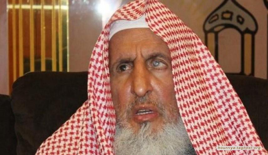 مفتي السعودية يخرج عن النص ويحتج على قرار خفض صوت مكبرات المساجد