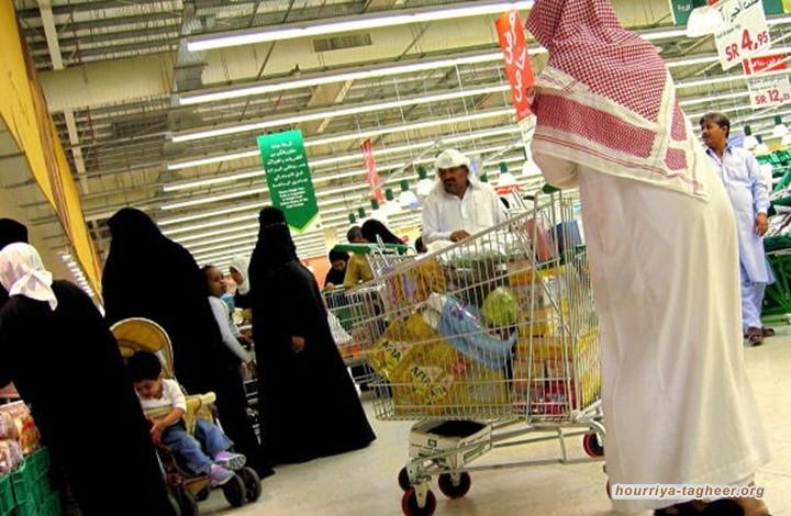 وكأنه انتصار.. بلومبيرغ: لم تعد المحلات تغلق أبوابها أثناء الصلاة بمملكة آل سعود