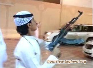 شاب متهوّر بسلاحه كاد أن يتسبب بكارثة