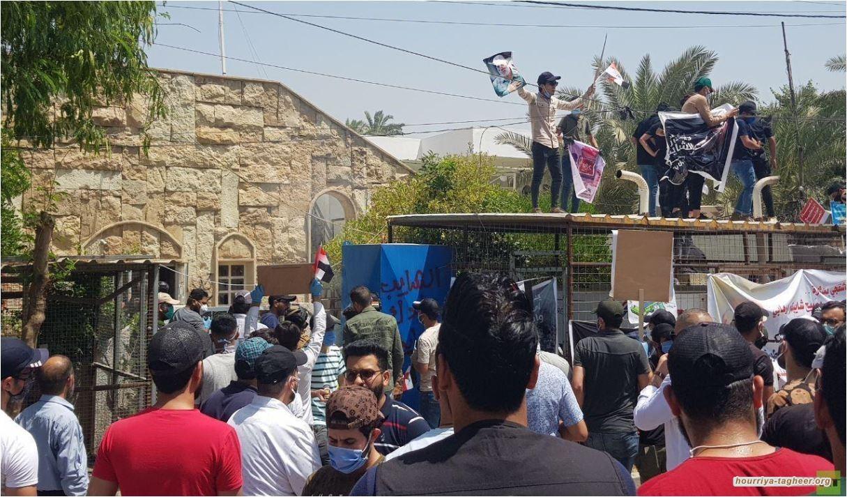 عراقيين غاضبين يقتحمون مقر قناة MBC السعودية في بغداد