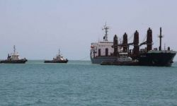نظام آل سعود يواصل احتجاز 13 سفينة وقود ومواد غذائية في الحديدة