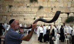"""""""شاهد"""" صحيفة سعودية تطبل لـ"""" أبوظبي"""" وتهنئ الإسرائيليين بالسنة العبرية"""