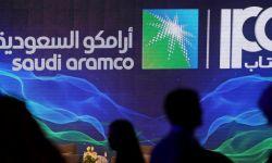 """النفط وكورونا يعصفان بـ""""أرامكو"""".. خسائر تقابلها خطط للتعافي"""