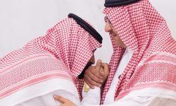 بطريقة مذلة .. هكذا تنازل محمد بن نايف عن منصبه للأمير الشاب!