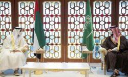 رغم زيارة ابن زايد للرياض.. بلومبيرج: المئات من شاحنات التصدير الإماراتية عالقة على الحدود مع استمرار اصرار السعودية على تعديل قانون الاستيراد.