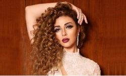ميريام فارس تستقبل شابين سعوديين بالأحضان والقبلات