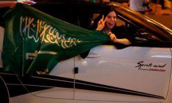 """ابن سلمان يلغي شرط """"المحرم"""" لسكن النساء بالمرافق السياحية"""