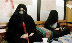 """ما قصة """"مقاهي الشيشة"""" تجتاح المكان الذي غرز به النبي رمحه؟"""