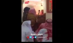 لحظة إنزال خطيب سعودي من على المنبر بالقوة واعتقاله