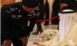 الحارس الشخصي للعاهل السعودي يُثير الجَدل بساعة يَدُه والتي يُقدّر ثَمنها بحوالي 3 ملايين ريال
