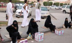 شمس النفط تغرب عن آل سعود.. والمواطنون على أبواب الجمعيات الخيريّة