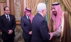 السعودية تضغط على محمود عباس للقبول بصفقة القرن