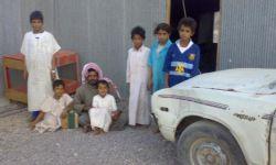 مواطن يعرض ابناءه الاربعة للتبني بسبب الفقر