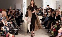 عرض أزياء في مدينة الرسول يشعل غضب واسع