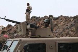 وزير الدفاع اليمني يتعمد اظهار استقلاله لمدرعة سعودية جديد غنمها الجيش اليمني في نجران